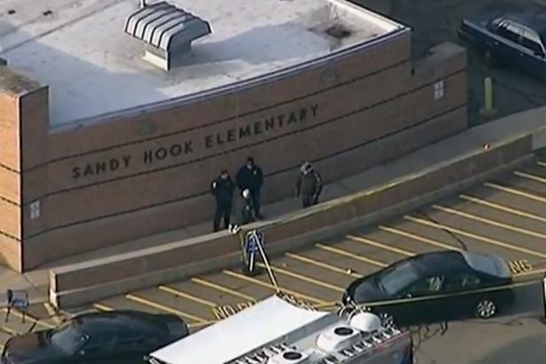 Police arrive at Sandy Hook Elementary after the shooting on December 14, 2012 [Wikipedia/public domain]