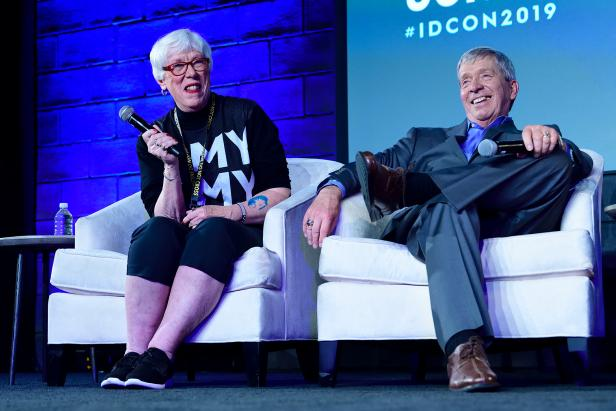 Kathy and Lt. Joe Kenda at IDCon 2019 [Investigation Discovery]