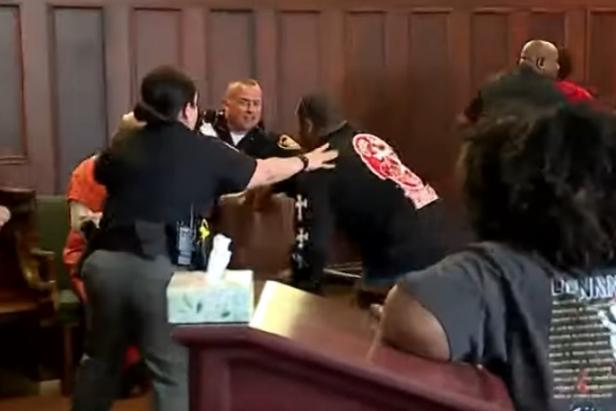 Youngstown courtroom fight [WKBN 27/screenshot]