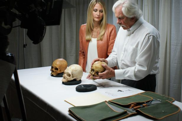 Anna-Sigga Nicolazzi examining skulls with George Gil [Discovery Communications]